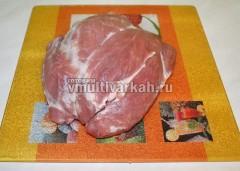 Мясо для буженины хорошо промыть и высушить