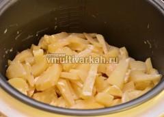 Тушеный картофель в сметане в мультиварке готов