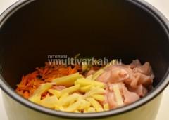 Мясо и картофель добавить к овощам