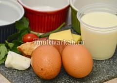 Готовим ингредиенты для парового омлета