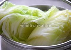Пропарьте листья капусты