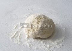 Замесить тесто и оставить в тепле на 15-20 минут