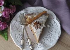 Готовый пирог остудить и посыпать сахарной пудрой