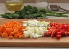 Очистите и нарежьте овощи