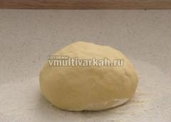 Замесите тесто и оставьте на 20-25 минут