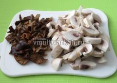 Нарежьте грибы