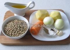 Приготовьте ингредиенты для чечевичного супа