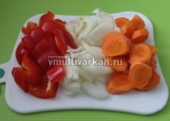 Овощи крупно нарежьте