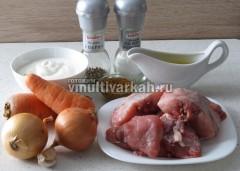 Подготовьте ингредиенты для тушеного кролика