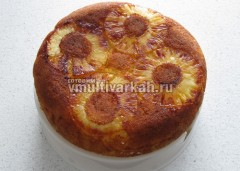 Вылить оставшееся тесто и выпекать 30 минут, извлечь на форму-пароварку