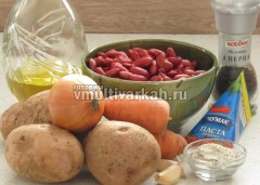 Приготовьте ингредиенты для фасолевого супа