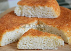 Извлечь чашу, дать постоять 10 минут, затем перевернуть хлеб на доску и дать полностью остыть