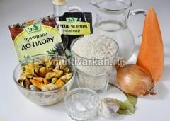 Соберите все ингредиенты для плова с мидиями