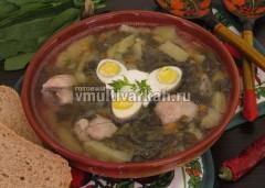 Подавайте со сметаной и вареными яйцами