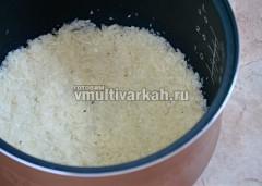 Чашу смажьте маслом и выложите картофельную основу