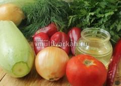 Подготовьте овощи и остальные ингредиенты для салата