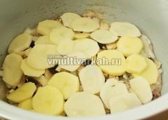 Далее слой картофеля