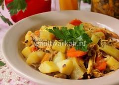 Выложите на тарелку, подавайте с овощами и зеленью
