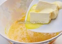Добавьте размягченный маргарин