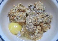 В блендере смешайте чечевицу, овощи, в фарш добавьте яйцо и муку