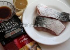 Подготовьте ингредиенты для соуса и рыбу