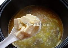 Нарезанный кубиками плавленный сырок тоже отправьте в суп
