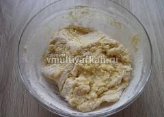 Замесите мягкое и эластичное  тесто