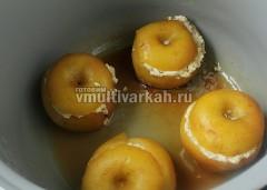 Запекать яблоки при 160 градусах в режиме мультиповар 25 мин