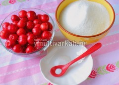 Подготовьте ингредиентя для варенья
