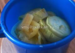 После окончания программы овощи выложите в глубокую миску