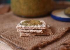 Подавайте с хлебом или хлебцами