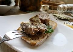 Очень вкусно кушать такую скумбрию в масле с ломтиком ржаного хлеба