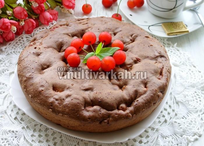 Шоколадный пирог с вишней в мультиварке