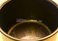 Смазать маслом чашу мультиварки