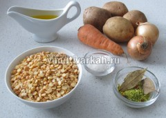 Подготовьте ингредиенты для горохового супа