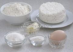 Подготовьте все ингредиенты для ленивых вареников