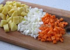 Нарезать лук, морковь и  картофель