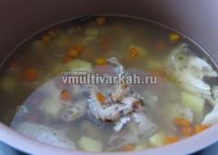 В конце выложить в суп вареное мясо