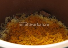 Заложить рис, соль и специи