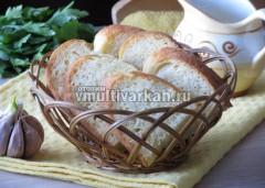 Разрезайте кукурузный хлеб остывшим