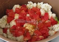 Далее кабачок ,цветную капусту и помидор
