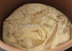 Залейте пирог и готовьте при 120 градусах 45 минут