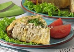 Разрежьте на порционные куски и подавайте с овощами