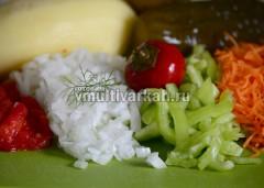 Очистите и измельчите овощи