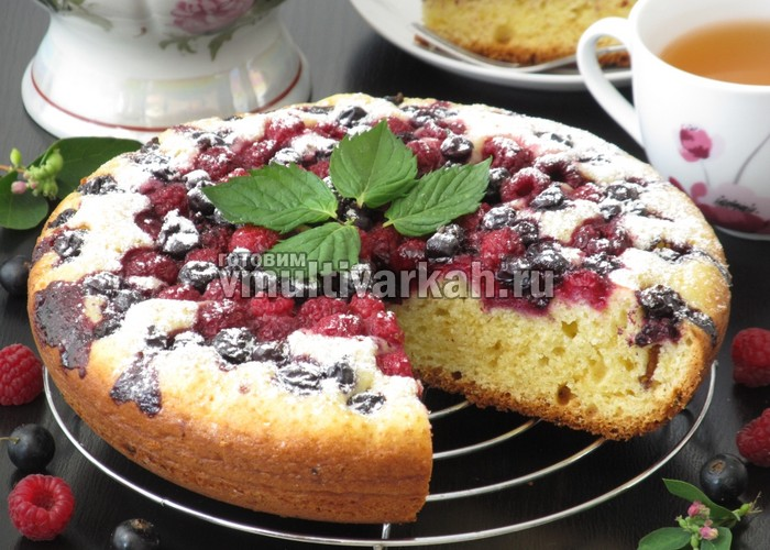 Творожный пирог с ягодами в мультиварке рецепт