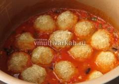 Поместите их в томатный соус
