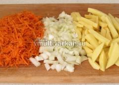 Мясо помойте, овощи очистите и измельчите