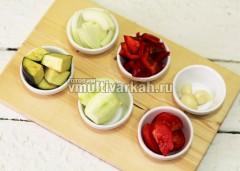 Нарежьте овощи произвольно
