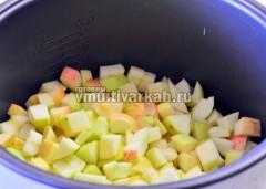 Яблоки сложите в чашу