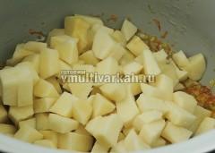 Добавьте измельченный картофель